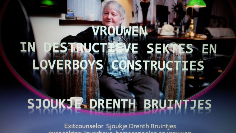 Lezing over vrouwen in destructieve sekten en loverboys constructies